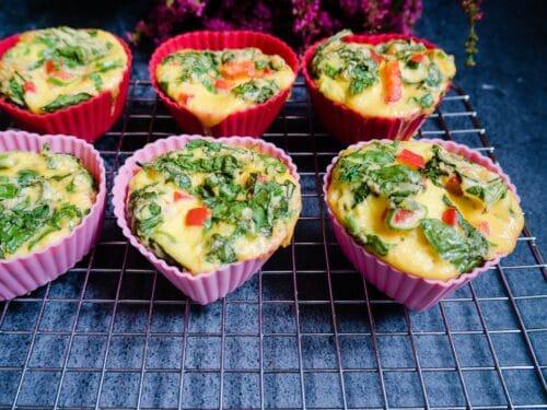 Æggemuffins med spinat - Opskrift på nemme og sunde æggemuffins