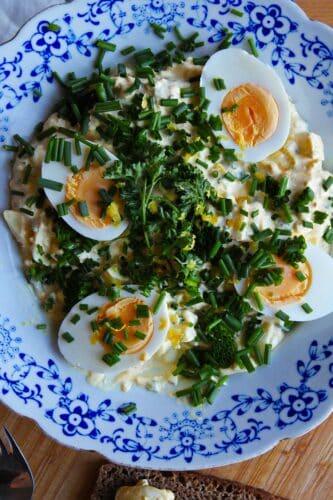 Æggesalat med hytteost, krydderurter og antiinflammatoriske krydderier