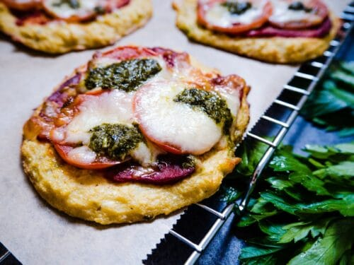 Blomkålspizza - Opskrift på lækker og sund pizza lavet på fire ingredienser