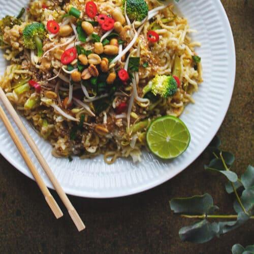Vegetarisk pad thai med glutenfri nudler - Opskrift på sund thaimad