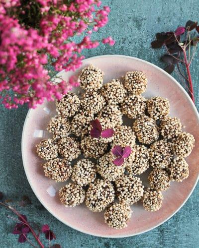 Sunde proteinkugler - Opskrift på kakaotrøfler med dadler, kakao og quinoa