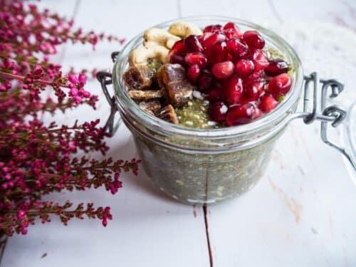Chiagrød med mandelmælk - Opskrift på sund morgengrød med chiafrø
