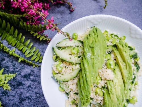 Couscoussalat med avocado - Opskrift på smagfuld, sund couscous salat