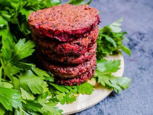 Rødbedebøffer - Opskrift på vegetarbøffer med quinoa og rødbede
