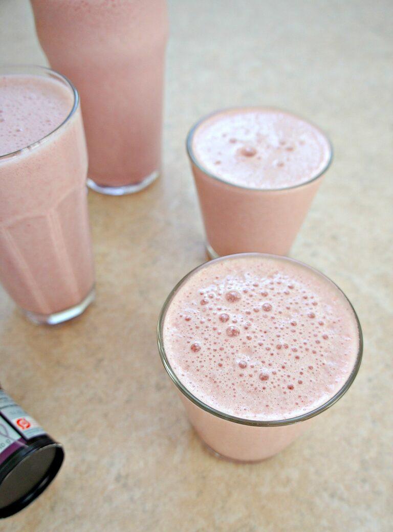 Jordbærsmoothie - Opskrift på sund smoothie med jordbær og banan