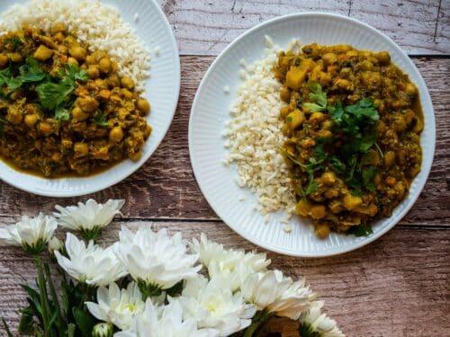 Indisk curry med kokosmælk - Opskrift på vegetarisk, indisk karrygryde