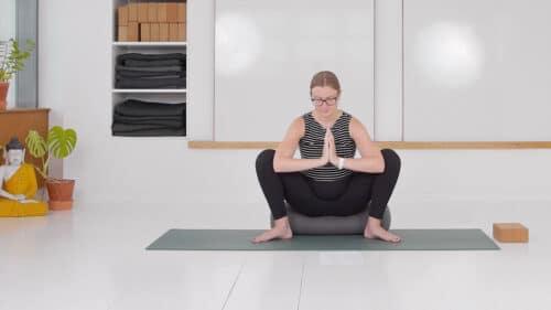 Nænsom yoga mod kvalme 2